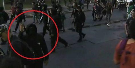 Repudiable agresión contra equipo de prensa de TVN por parte de encapuchados